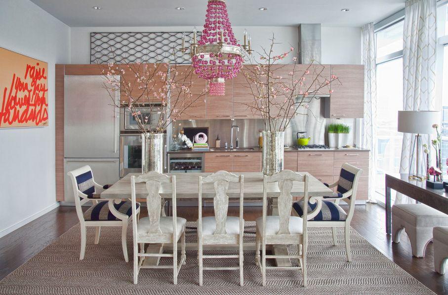 růžový lustr